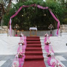 Εξωτερικός διάδρομος σε ροζ με χαλί